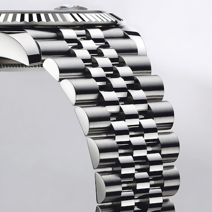 model-page-datejust_96734_datejust_41_or_blanc_bracelet_jubilee_flagship_campaign_pub_nwsp_01_medium_2